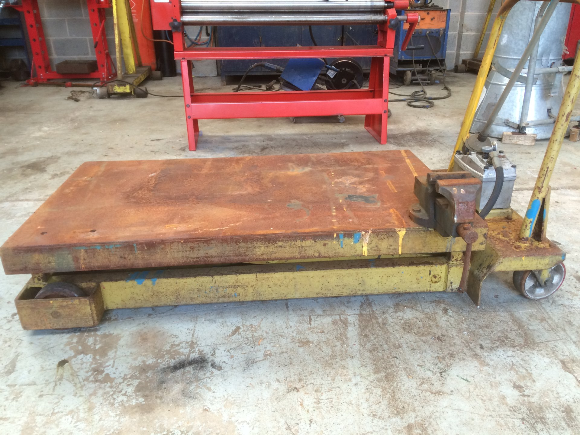 Hydraulic lift workshop table/trolley   The Farming Forum