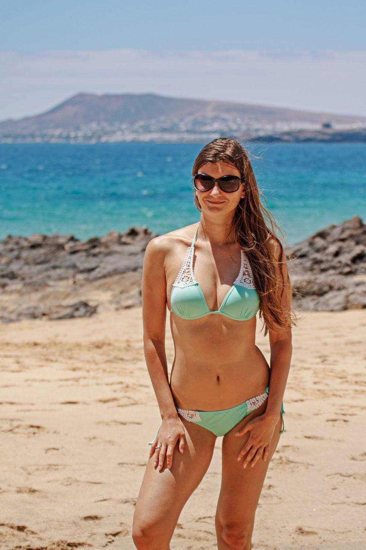beach-bikini-close-up-enjoyment-404961.jpg