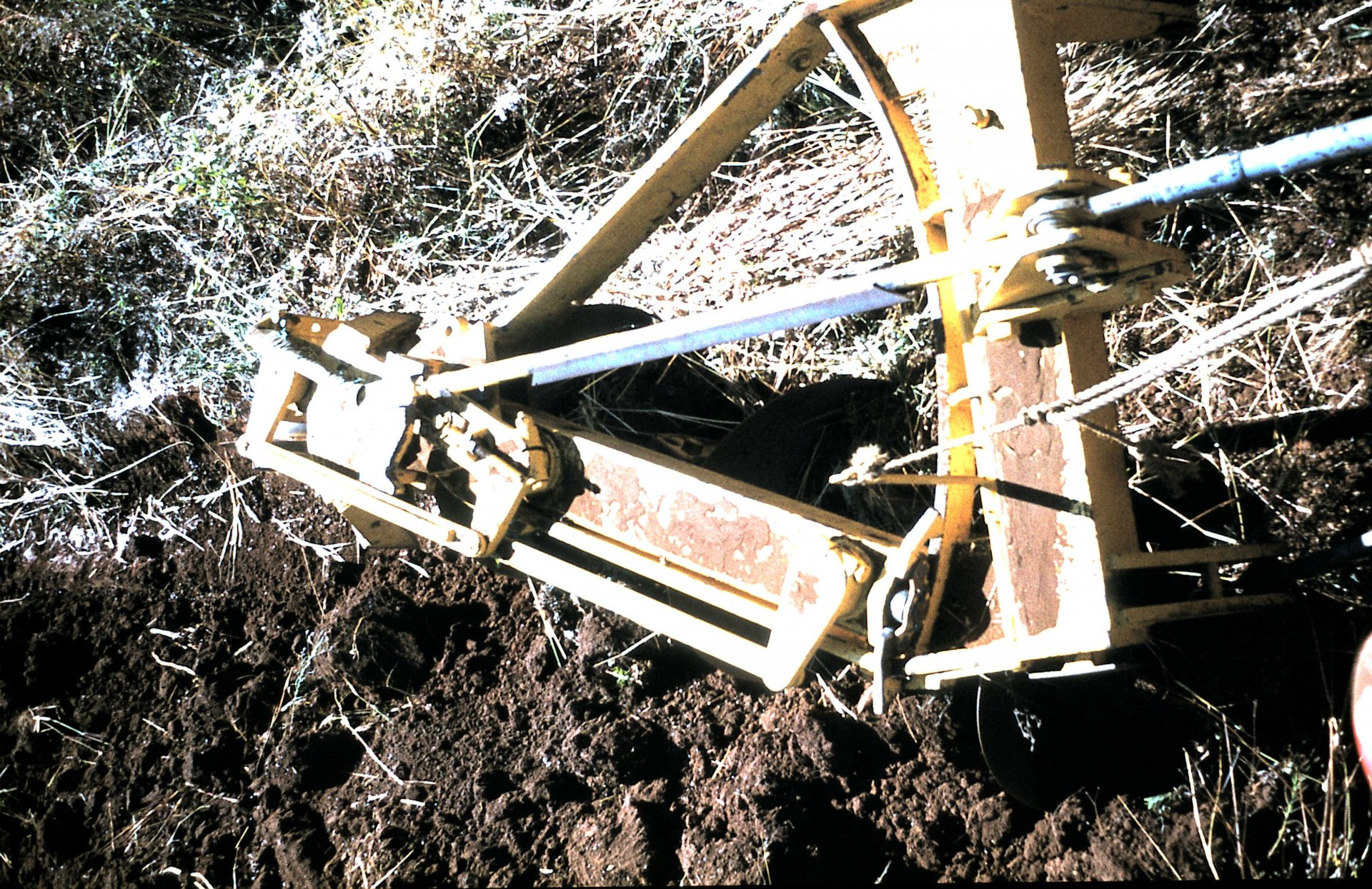 2796 MF185 & reversible disc plough.JPG